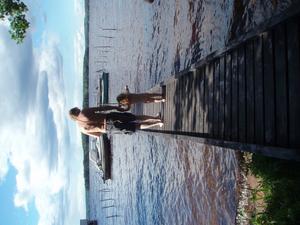 Jag och min svägerskas barnbarn Emma på väg att bada vid vår brygga under midsommarhelgen i år.