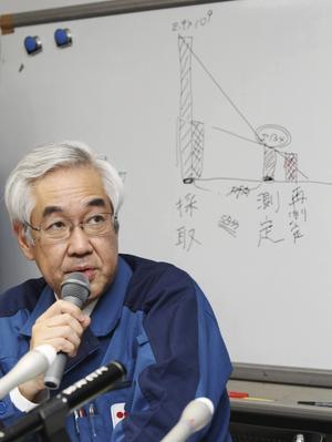 Sakae Muto, vice vd på energibolaget Tepco pratade om den allvarliga situationen på kärnkraftverket under en presskonferens på söndagen.