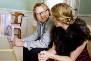 """Rösterna gick bra ihop och samspelet flöt fint. På frågan hur det kändes att stå där och se Helen Sjöholm i ögonen svarade Maths O Sundqvist efteråt: """"Jo, man blir ju lite blyg ...""""""""Vissa människor som man möter i livet kan man inte låta bli att börja älska omedelbart. Mikael Rahm är en sådan människa"""", sa Helen Sjöholm och fick medhåll av pianisten Stefan Nilsson."""