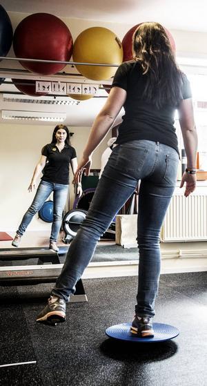 Att komplettera löpträningen med styrke- och rörlighetsträning samt balansövningar minskar risken för skador.
