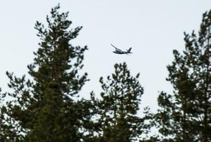 Flygplanet på väg in för landning.