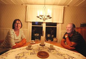 Anita Wigert Persson föddes på Kusön. Nu tillbringar hon och maken Richard somrarna där och bor annars i Axmar by.