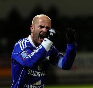 Jonas Wallerstedt fick inte nytt kontrakt med GIF Sundsvall. I stället blir det spel med Umeå FC, nykomlingar i Superettan under våren.