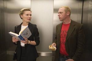 """Kärlekspar utan kemi. Kirsten Dunst och Simon Pegg i """"Hopplös och hatad av alla""""."""