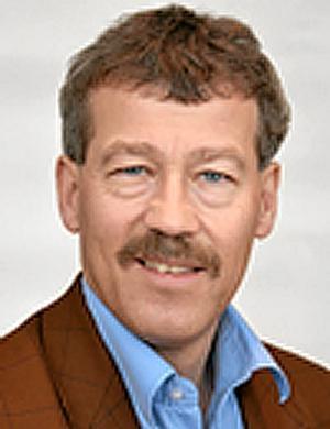"""Ola Karlsson (M): – Utnyttja alla tre sjukhusen som en gemensam operationsresurs. Specialisera sjukhusen mer för planerade sällanoperationer. Inrätta vårdcoacher för mångbesökarna. Jobba mer med produktionsplanering och """"Lean"""" för effektiva flöden. Lär av de goda exemplen som till exempel ortopeden i Lindesberg samt Karlskogas kvalitetsarbete. Bättre stödsystem för medarbetarna. Köp vård från andra. Sjuka ska få vård i tid."""