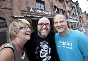 Gasta är tillbaka på Å-krogen och Gerda Bylund, Hans Carstensen och Stefan Söderblom är glada för det.