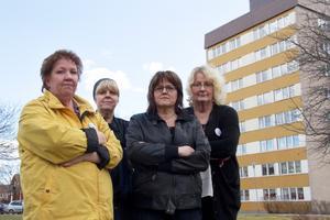 Anne-Marie Noppa, sektionsordförande Kommunal, Anna Maria Ottosdottir, dietkokerska, Maria Ravila, samordnare på Blanka vägens gruppboende, och Carina Gäfvert, undersköterska inom hemtjänsten och daglig verksamhet, är beredda på en eventuell strejk.