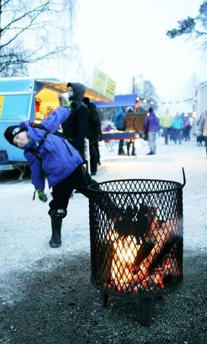 Primus Frånberg, 6 år och från Björsjö, var en av många som besökte Jamtlis julmarknad.