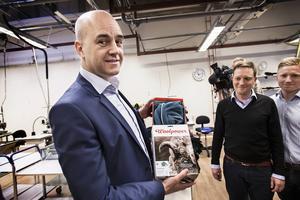 Fredrik Reinfeldt fick en ullfrottétröja med