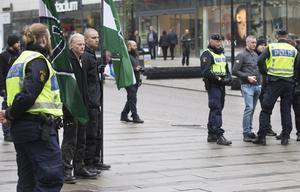 Nordiska motståndsrörelsen delade ut flyblad i Västerås city.