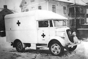 Svegs första ambulans var en Ford och stationerades i  köpingen 1934. I dag är det modernare fordon som varje år går runt 12 000 mil.