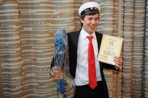 Linus Gustavsson belönades med Haglöfs stipendium till bästa elev på BF:s profilkurs Natur och friluftsliv.