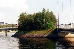 Fem anmälda brott om misshandel inträffade i länet natten mot söndag rapporterar polisen varav en på gångbron, Frösön.