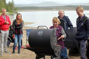 På onsdagskvällen anordnade Beatrice Ask ett beachparty vid Svegssjön, med några MUF:are, kommunstyrelsen, oppostionsrådet Victor Ericsson bland andra.