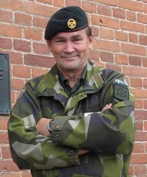 Överstelöjtnant Bo Sunnefeldt är imponerad av kvaliteten på vår store grannes kartor.
