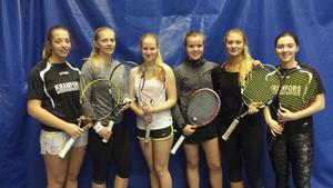 Serielaget 2015/16 hos Kramfors Tennis. Från vänster i bild: Edna Spahic, Sandra Anglesjö, Veronika Rydström, Nelly Brännholm, Julia Keranovic och Elvira Edström.