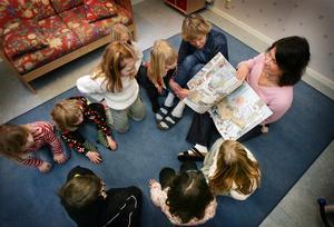 Många skolklasser och förskolor saknar behöriga lärare.