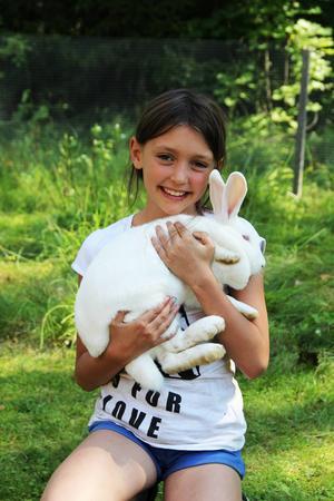 Ida Sunnerstig tycker att kaninerna är söta.