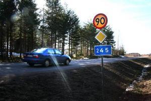 Försvinner. Om ett par veckor ersätts 90-skyltarna i Sunnansjö med 70-skyltar. Sunnansjö byalag får därmed som de önskat.