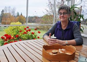 En kopp kaffe på verandan mitt på en veckodag är ovanlig lyx för Kerstin Ederlöf Olofsson som precis tagit pension från jobbet som kanslichef för Härjedalens kommun.