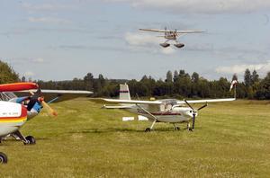 En hel del sportflygare och deras plan sökte sig till flygträffen i Edsbyn.