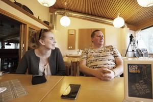 Emma Davidson och Niklas Björklund hoppas att åtminstone 15 församlingsmedlemmar ansluter sig till klacken.