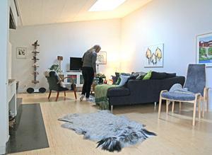 En del av huset är relativt nytt, från 1970-tal, i tidlös modernistisk luftig form.