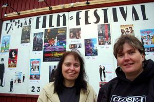 """Hertha Höglund och Lotta Larsson har jobbat med filmfestivalen i 5 respektive 4 år. """"Den här helgen är helig"""", säger Hertha Höglund."""