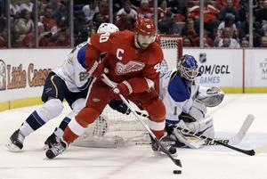 Detroitkaptenen Henrik Zetterberg i en match mot St. Louis Blues i april 2013.