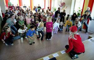 Sång, dans och lek stod på schemat när Kullerbyttans nya lokaler invigdes i går.
