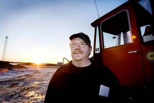 """Missnöjd med beslutet. Transportarbetareförbundets klubbordförande  på Gävle Stuveri, Sten-Olof Hillbom, reserverade sig mot styrelsebeslutet att avveckla bolaget med start efter årsskiftet. """"Ingen särskilt trevlig julklapp till de anställda"""", tycker han. Runt 80 anställda berörs av beslutet men än har ingen varslats om uppsägning."""