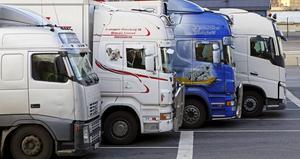 Nej, framåt kommer vi genom att belöna dem som gör det extra bra – till exempel genom att införa en miljöbilspremie för lastbilar, skriver Leif Svensson.