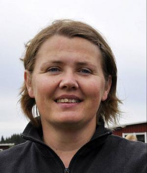 Karin Stierna, Gåxsjö– För Centerpartiet är det viktigaste att vi får en positiv utveckling av Strömsunds kommun, att få flera företag och att små företag växer. Det är grunden för fler jobb och fler invånare. Ju flera vi är desto lättare är det att tillhandahålla en kommunal service av god kvalitet. Stort fokus måste ligga på att få flera att flytta hit och att de som bor här trivs och vill bo kvar. Vi ser jämställdhet som en tillväxtfaktor och förnybar energi som en hävstång för utveckling.