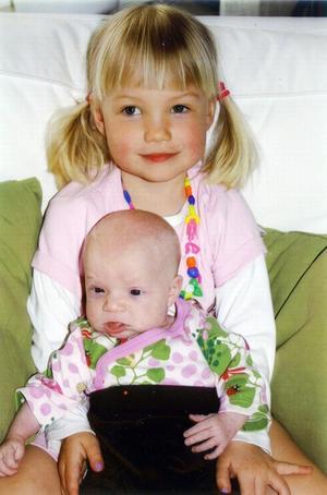 Sofia Danielsson och Björn Mattsson, Borlänge, fick den 15 mars en dotter som heter Ella. Hon var 50 cm lång och vägde 3 200 gram. Storasyster heter Clara. Foto:Okänd