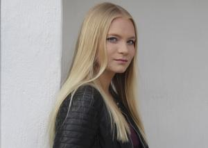 Elin Hassel från Surahammar tävlar också i Musik direkts regionfinal.