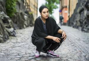 Rapparen, aktivisten och skådespelaren Maxida Märak uppträder på festivaler, medverkar i två kommande tv-serier – en av dem är en realityserie om henne och systern – och sommarpratar i radio.