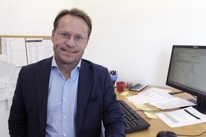 Runt årsskiftet väntas Jan Sinclair lämna jobbet som platschef vid företagshälsan Previa i Ludvika till förmån för tjänsten i Stadshuset där han kommer att tjäna 62 000 kronor i månaden.