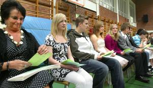 Äppelbo gånglåt. Till tonerna av Äppelbo gånglåt tågade alla eleverna från årskurs sju till nio på Lorensbergaskolan i Ludvika in i gympasalen för att bänka sig för examen och sitt sommarlov.