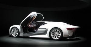 LÄCKERT. Citroëns häftiga konceptbil i vitt och svart.