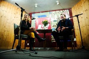 Länstidningens krönikör Catarina Lundström ledde samtalet med Ola Nilsson. Ett avspänt samtal som innehöll mycket humor och många insikter.