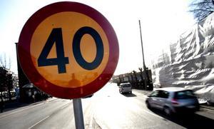 Ska följas. Ska vi med inbyggd teknik göra det omöjligt att överskrida aktuell hastighetsbegränsning? Foto: TT