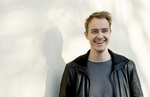 Skådespelaren Jonas Karlsson fyller 45 år i mars .