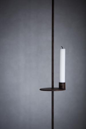 Nytillskott i vardagsrummet: En hängande ljuslykta från en gårdsbutik.