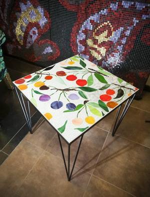 Bord med mönster av Lena Linderholms tyg.