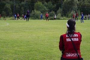 Sixtens mamma heter Veronica Sköldqvist och följer sitt Östersunds FK spela vinna med 3–0 mot GIF Sundsvall i P12.