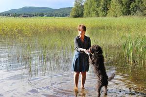 I Hälsingland trivs Annika (och hunden Musse) allra bäst