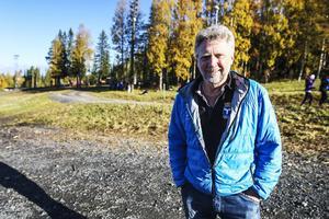 En ny snöhög skulle trygga snöproduktionen på Östersunds skidstadion. Det säger Roger Hedlund, arbetsledare.