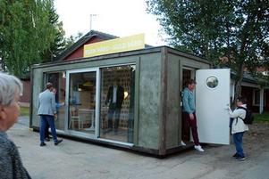 Hyresgästföreningen turnerar med en transportabel enrumslägenhet för att lyfta bostadsfrågorna inför kommande val.