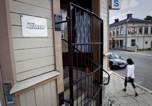 Höstens utställningar på Galleri Mazarin i Söderhamn börjar sent när Rådhuskonditoriet bygger om. Här får den som vill ha en egen fotoutställning.
