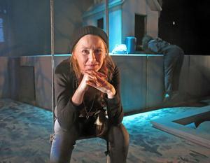 Kajsa Isakson önskar att det delade ledarskapet på Folkteatern gav med tid att finnas på plats.